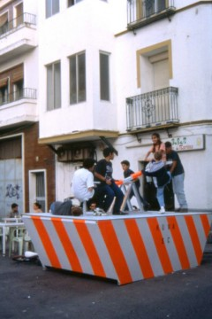 Taking the Street. Skips. Dumpsters. Courtesy: Recetas Urbanas.