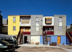 Iquique Housing with additions. Photo: Cristobal Palma