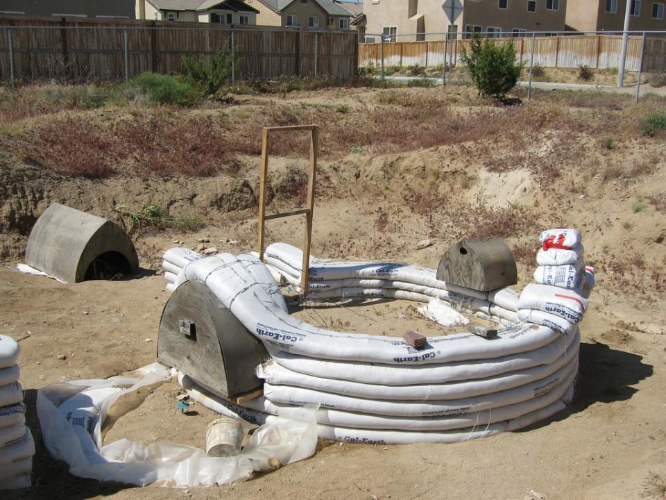 Sandbag Construction At Calearth Photo Yvonne Magener Nader Khalili