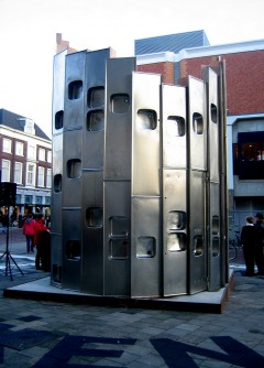 Recycloop, a pavilion in Dordrecht made from kitchen sinks. Photo: John Bosma (http://www.flickr.com/photos/15262666@N05/4178972681/)