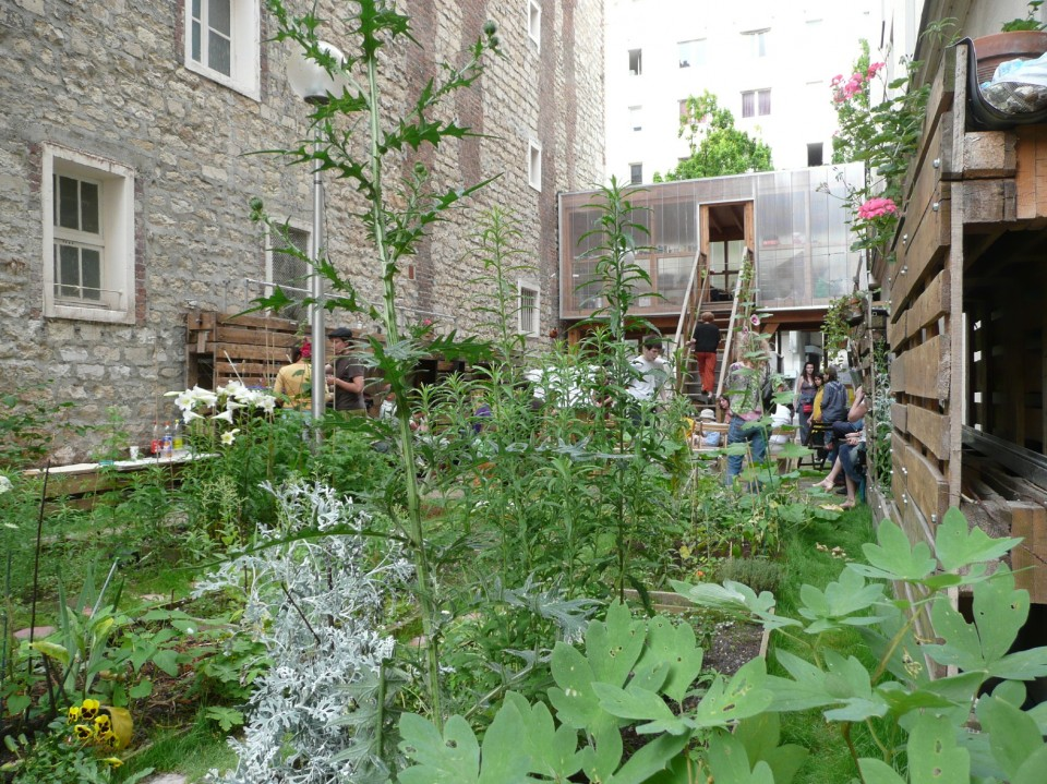 Spatial agency atelier d 39 architecture autog r e for Jardin ouvrier 78
