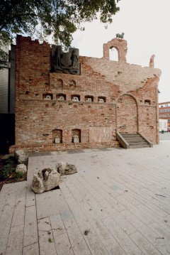 Folly at Barking town square. Photo: muf
